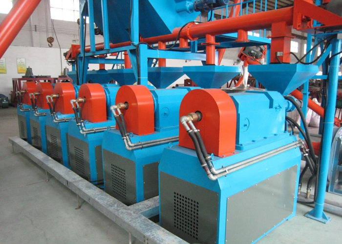 Horizontal rubber grinding machine